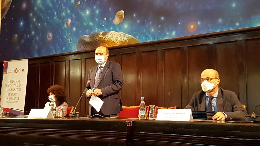 """ConducereaUniversității a premiat tinerii cercetători și """"ambasadorii"""" Caravanei UAIC"""